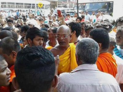 buddhist_monk_ampitiye_sumanaratana